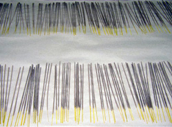 Räucherstäbchen werden zum Trocknen ausgelegt
